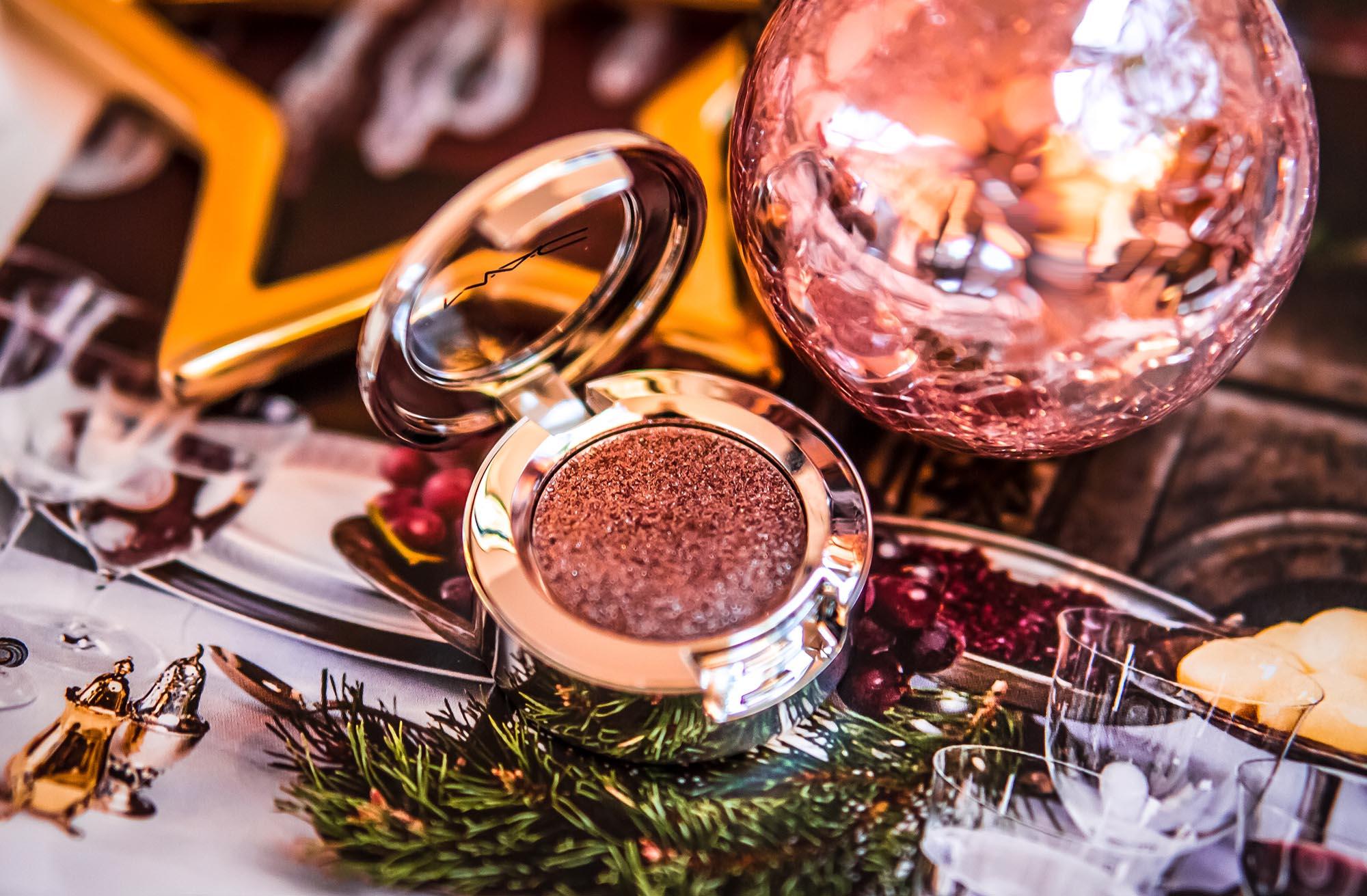 Не всё красиво, что сияет: рождественские тени MAC Shiny Pretty Things