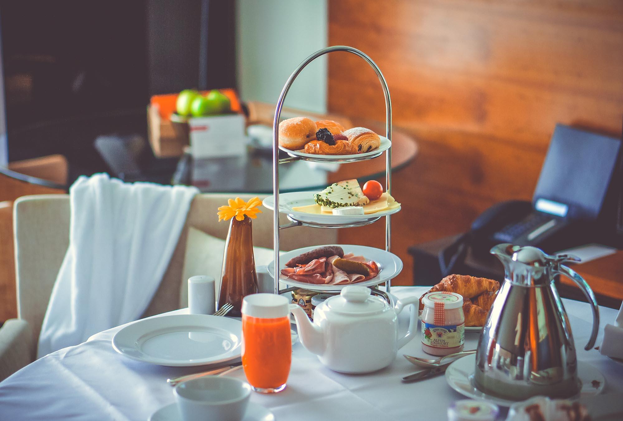 Frühstück: die wichtigste Mahlzeit des Tages oder Erfindung der Lebensmittelindustrie? Muss man überhaupt frühstücken, um gesund zu sein?